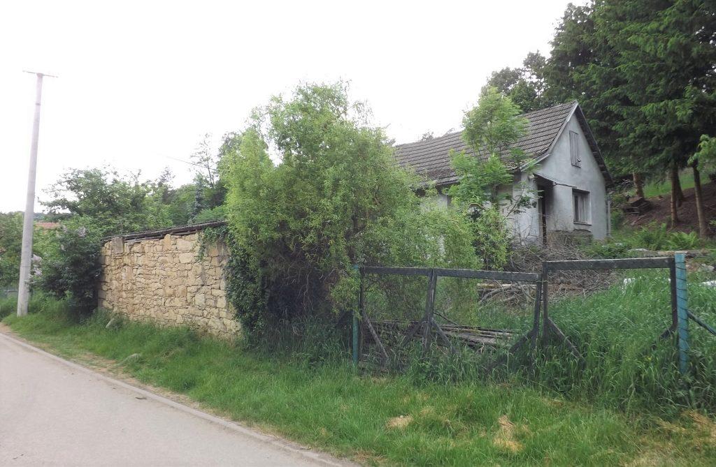 Deštná u Letovic: prodej menšího domu s pozemkem o rozloze 1 ha